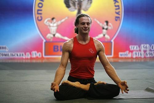 Comment Maîtriser les Pouvoirs Psychiques des Yogis ? L'entraînement psychique des yogis passe par une maîtrise de soi, un contrôle respiratoire et un niveau de concentration mentale hors du commun. La résultante est un développement de pouvoirs psychiques