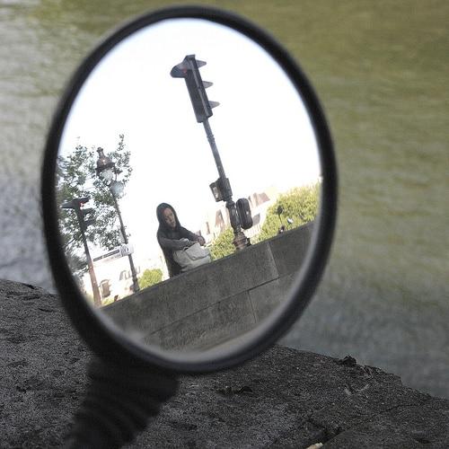 Comment garder bon moral avec la méthode du rétroviseur mental ?