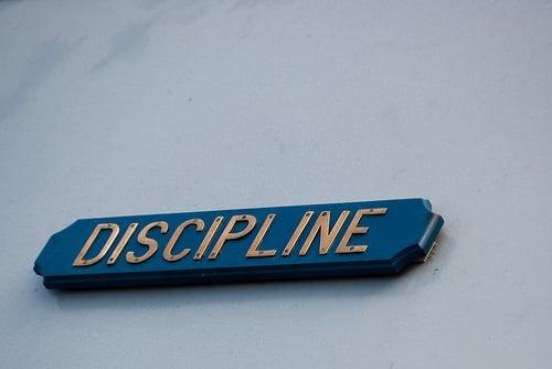 Comment s'auto discipliner en 7 étapes faciles Être capable de s'auto discipliner est une vraie qualité pour  parvenir à réaliser nos ambitions. L'auto discipline devient un attribut essentiel de celui qui s'engage sur la voie du développement personnel