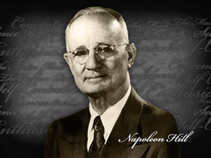 Napoleon Hill enseigne les principes universels pour devenir riche